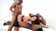 Stacked cougar in lingerie Kendra Lust enjoys an interracial threesome