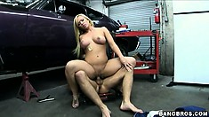 Gorgeous blonde with great tits needs a special service from the mechanic