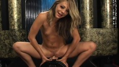Pretty Leah Love inserts a dildo deep up her ass and rides the Sybian