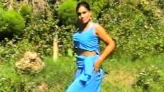 Amateur Indian Couple Makes Sextape Outdoor