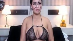 Voluptuous Lady Engaged To A Sizzling Performance In Bed Liv